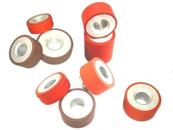 Die Heißprägung Ihrer Räder durch unsere Markiermaschinen gilt für flache und zylindrische Teile mit mehreren Härten.