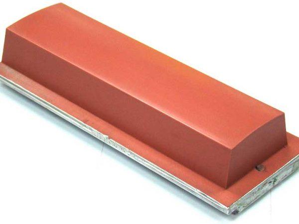 Im letzten Jahrhundert für den Druck von Zifferblättern verwendet, ist der Tampondruck heute für viele Bereiche geeignet. DMA bietet Ihnen viele Stempel und Markierungsmaschinen an.